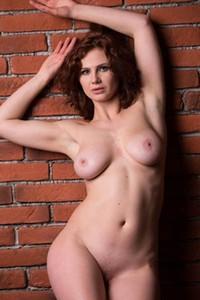 Model Aphrodita in Mattone